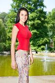 Woman in front lake in park — Foto de Stock
