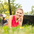 Girl and laptop in park — Stockfoto