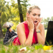Surprised girl in front of laptop - Stockfoto