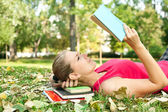 Women concentrate on reading — Stock Photo