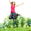 Girl jumping in the park — Stock Photo