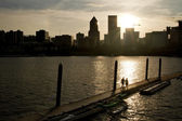 Strolling into Sunset on Willamette River Boat Ramp — Stock Photo