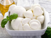 Vatiety of italian buffalo mozzarella-mix mozzarelle di bufala — Stock Photo