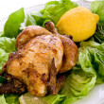 Chicken with green salad -pollo arrosto e insalata — Stock Photo