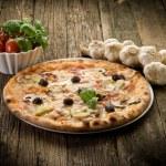 Pizza capricciosa — Stock Photo #6400101