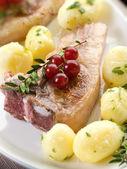 Lamb rib with redcurrand and potatoes-costolette agnello e ribes — Stock Photo