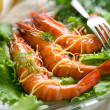 Giant shrimp with green salad - Stockfoto