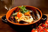 Spaghetti with mussel clam and shrimp — Stock Photo