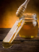 Honey with beeswax — 图库照片