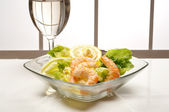 Shrimp with green salad — Stock Photo