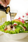 Mixed salad with grilled chicken breast and cherry mozzarella — Stock Photo