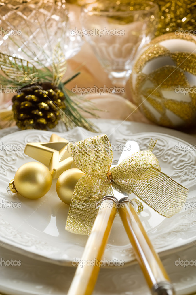 Gold xmas table with decorations — Stock Photo #6476734