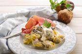 Tortellini wit parma ham and cream sauce — Stock Photo