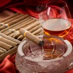 Cuban cigar and liquor over the ash tray — Stock Photo #6577463