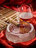 Cuban cigar and liquor over the ash tray — Stock Photo