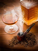 Smoking pipe, tobacco and liquor — Stock Photo
