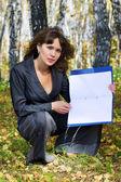 Jonge zakenvrouw houden een map — Stockfoto