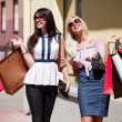 Two young women with shopping bags - 图库照片