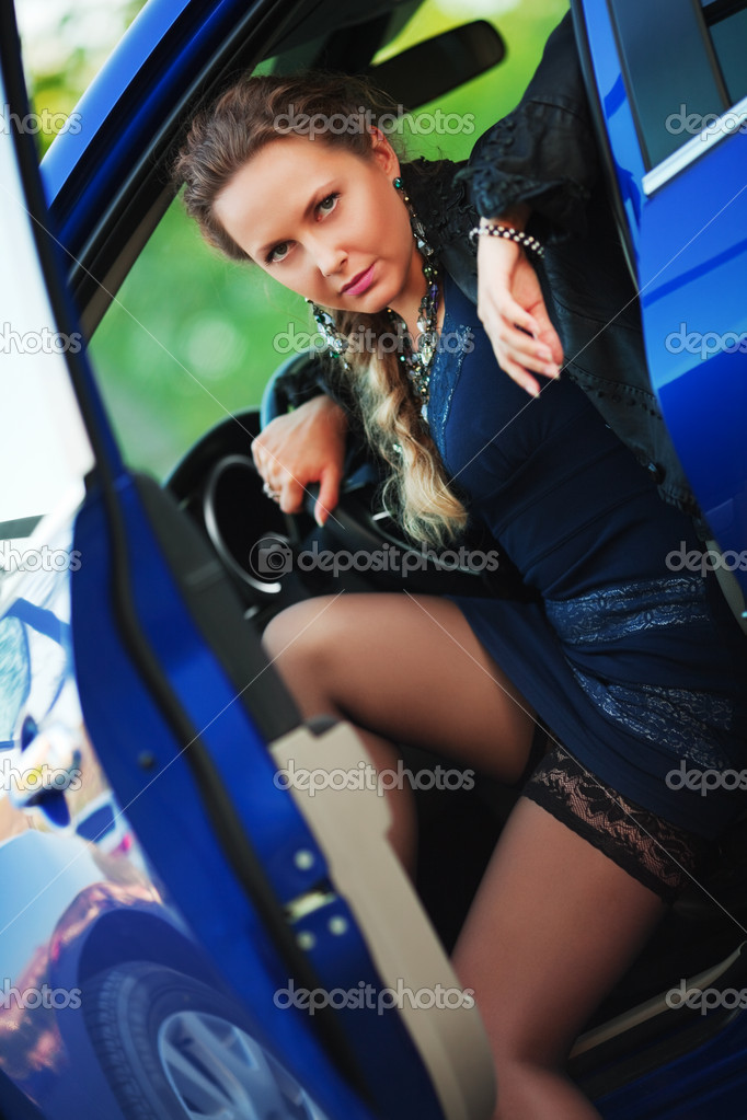 Beautiful young woman sitting in a sports car. — Stock Photo #6258597
