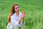 Happy young woman in a field — Stock Photo