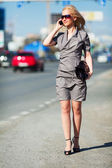Young woman on a city street — Foto de Stock