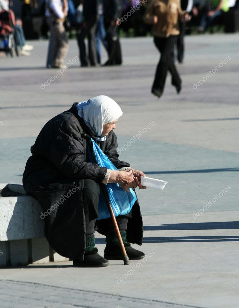 Elderly woman begging an alms. — Stock Photo #6294681