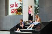 Puberťačky relaxační kroků — Stock fotografie