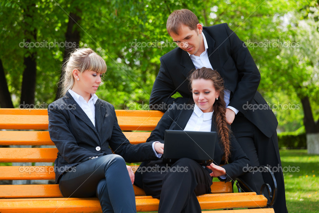 Young business with laptop in a city park — Stock Photo #6377487