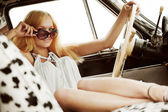 Young woman in a retro car — Stock Photo