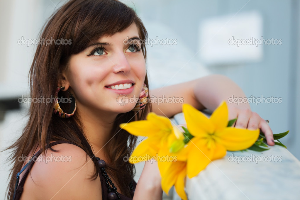 Portrait of young woman with yellow lily — Stock Photo #6573451
