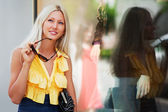 Young woman shopping — Stock Photo