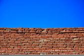 Brick wall and sky — Stock Photo