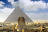 Great Pyramid of Pharaoh Khufu, located at Giza and the Sphinx. Egypt. — Stock Photo