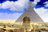 Grote piramide van farao chufu, gelegen op gizeh en de sfinx. egypte. — Stockfoto