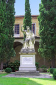 Monument in Uffizi Gallery, Italy. — Stock Photo