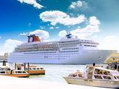 Mariene ligplaats, haven aan de zee in venetië. — Stockfoto