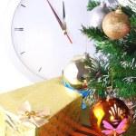 Nieuwjaar, kerstboom, gift boxes,clock.isolated — Stockfoto