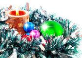 Silvester dekoration-kugeln, lametta, teelichtern. — Stockfoto