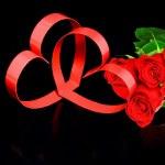 Świętego Walentego. dwa serca, czerwone róże — Zdjęcie stockowe #6596072