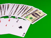 Four aces and dice on green broadcloth . — Stockfoto
