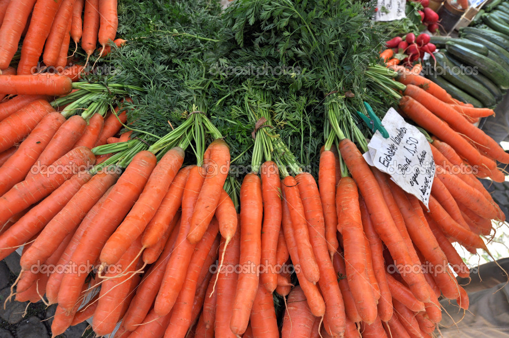 Fresh Carrots At The Local Market — Stock Photo #6695905