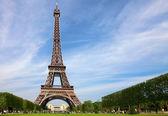 Eiffel Tower, symbol of Paris — Stock Photo