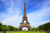 Eiffel Tower, symbol of Paris — Stock Photo