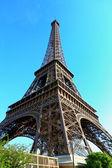 Tour Eiffel avec un ciel bleu — Photo