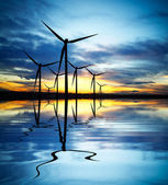 Energia eólica ao pôr do sol — Foto Stock