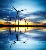 日没時の風力発電 — ストック写真