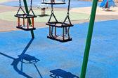 Plac zabaw dla dzieci huśtawki — Zdjęcie stockowe