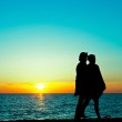 Couple silhouette at sunset — Stock Photo