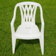 cadeira branca no jardim — Foto Stock
