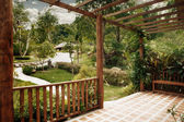 Panoramatický pohled na příjemné letní terase v tropic prostředí — Stock fotografie